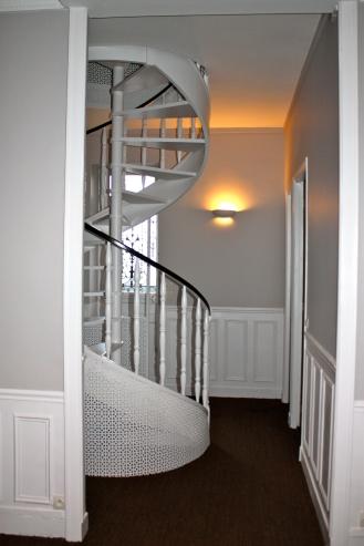 Grey spiral stairs make-over Paris