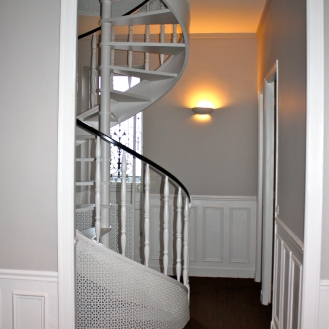 Grey spiral stairs make-over Paris
