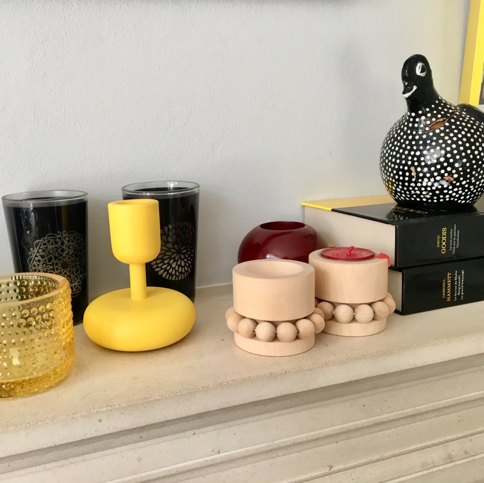 This is the perfect example of a mix of modern Nordic design by Iittala associated with this vintage clay chicken brought back from South Africa. What a blend of cultures!